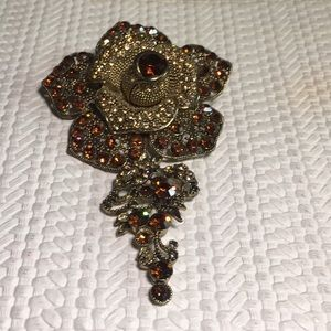 Jewelry - Vintage large gold tone rhinestone flower pin